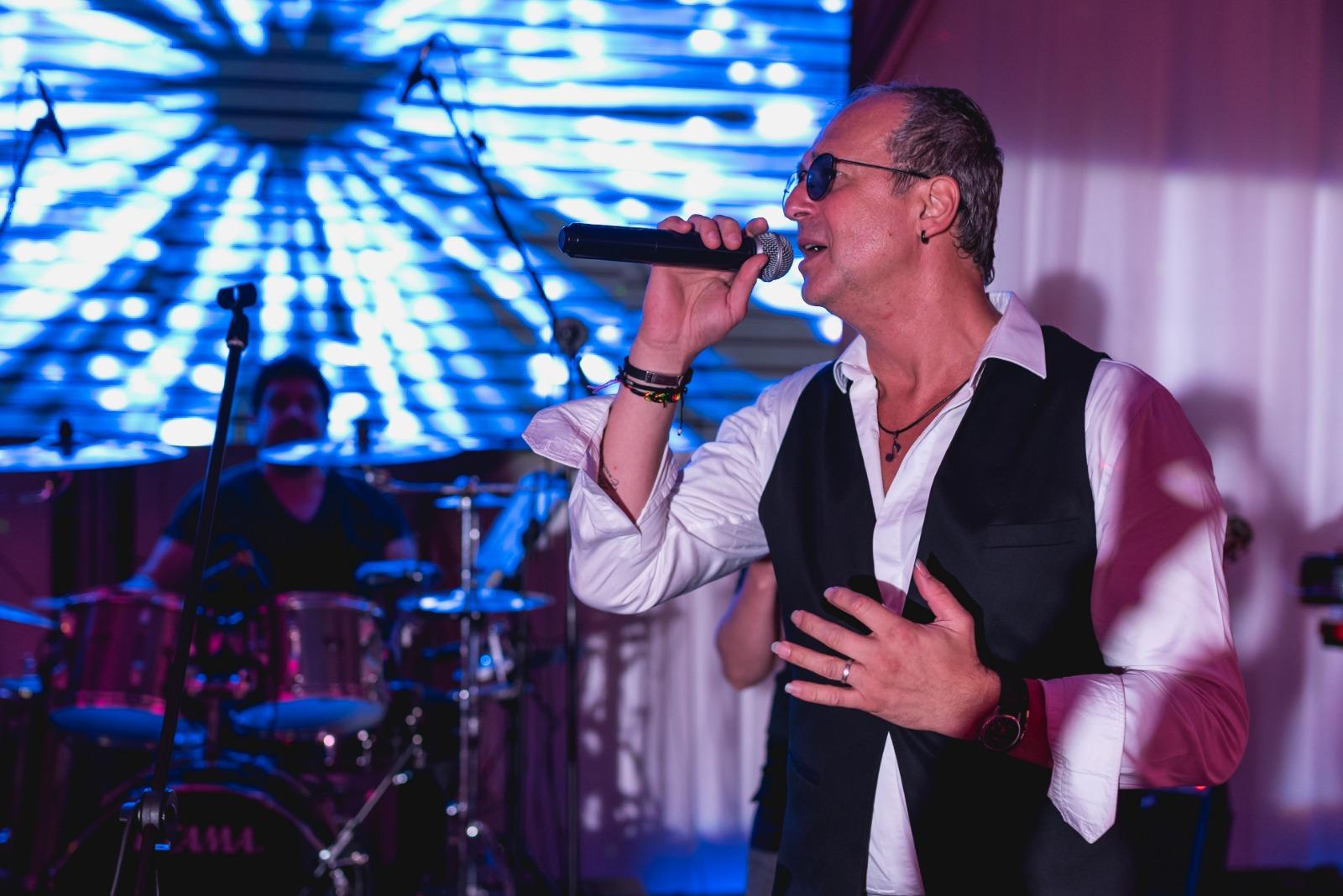 Formatie nunta Mihai Napu Band-va asigura nunta perfecta