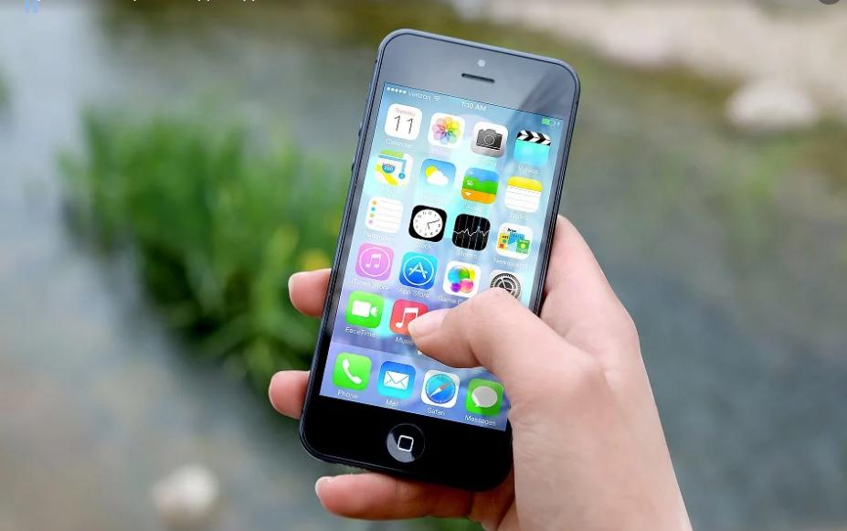 Apple avertizeaza utilizatorii: Cine nu isi face update iOS la zi, ar putea pierde accesul la internet