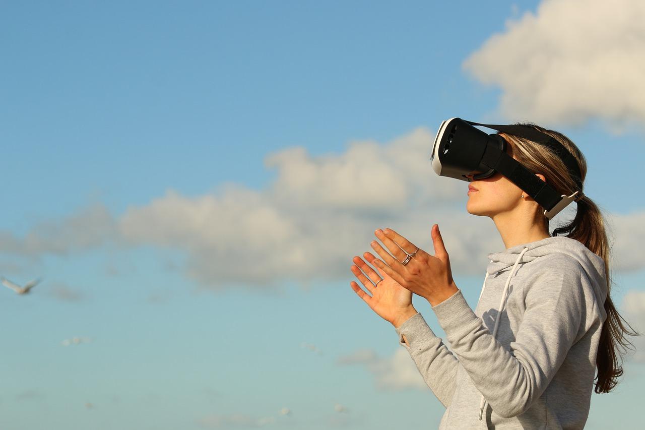 Impactul realitatii virtuale in ziua de azi: Avantaje si dezavantaje