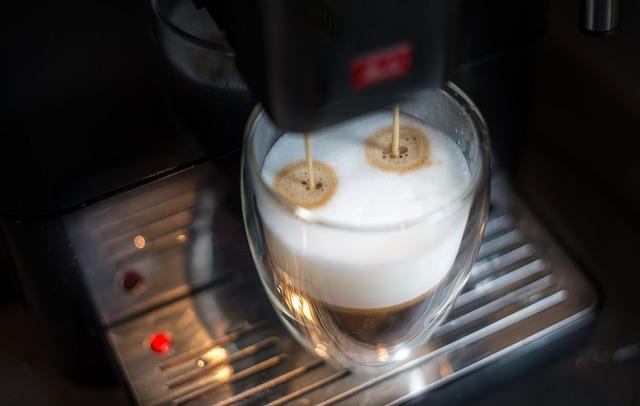 Noua lege impune automatelor de cafea sa aiba casa de marcat. Iata ce spun patronii!