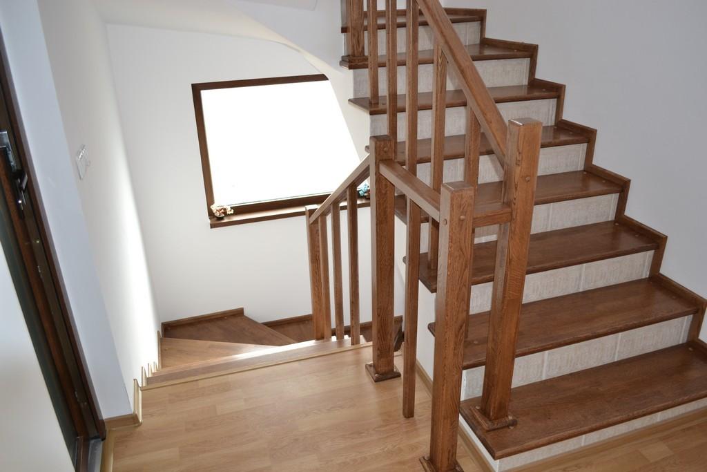 Stil Compact Design se evidentiaza prin inovatie si stil in scari interioare