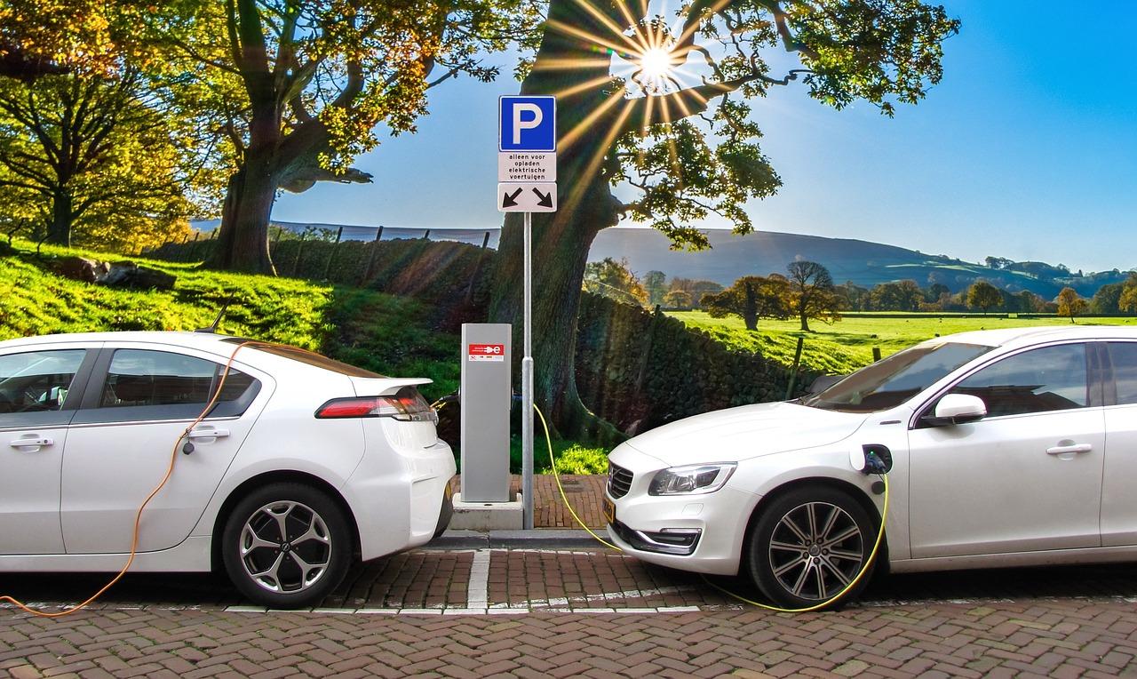 Studiu Forbes: Cat te costa de fapt detinerea unei masini electrice si care este adevaratul sau impact asupra mediului inconjurator?