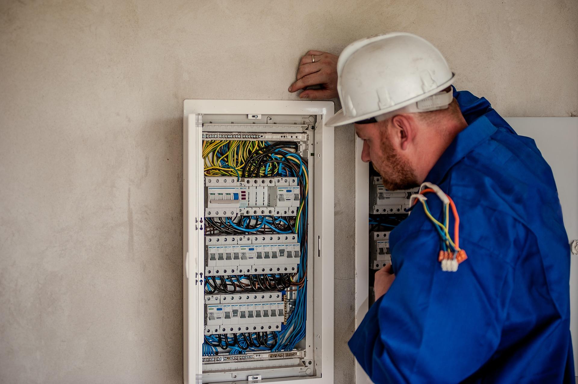 Electrocoserv la pune la dispozitie un electrician in Brasov care va ofera garantia calitatii