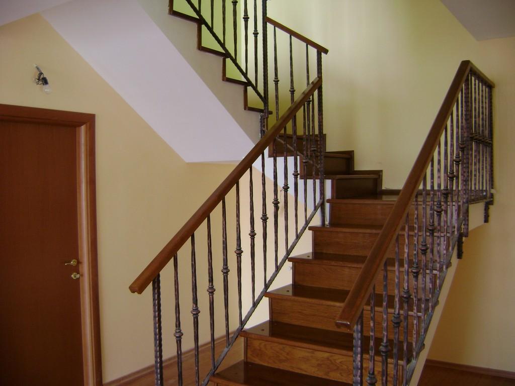 Scari interioare de lemn-servicii complete oferite de Stil Compact Design
