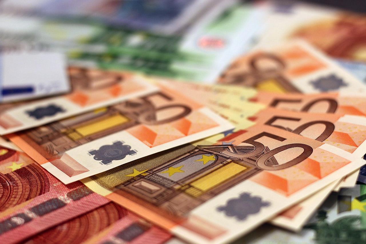 Euro revine peste pragul de 4,81 lei si se apropie de maximul istoric