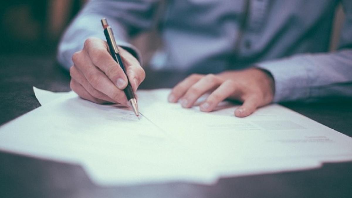 Mai mult de 1,1 milioane de contracte de munca, suspendate sau incheiate