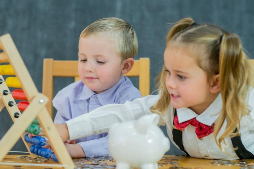 Inteligenta financiara a copilului.Cum sa faci educatie financiara prin joaca?