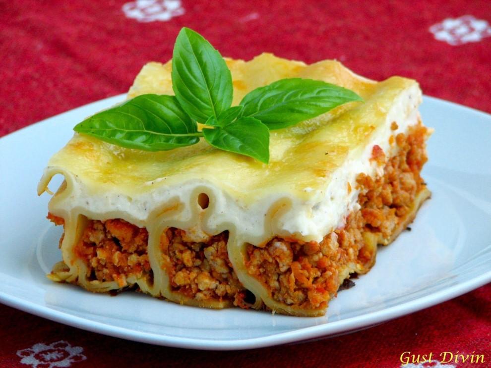 Cannelloni cu carne de vita si sos bechamel