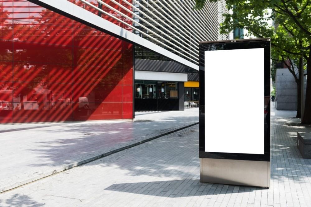 De ce merita sa investesti in publicitatea stradala cu ajutorul bannerelor outdoor?