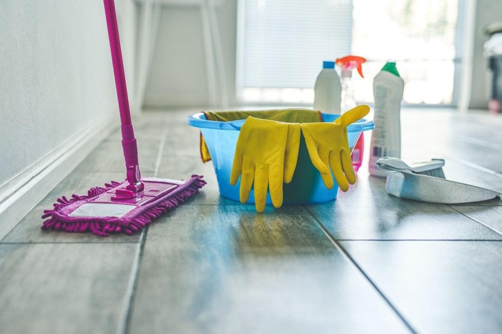 Apeleaza la profesionistii in curatenie pentru curatenia scarilor de bloc