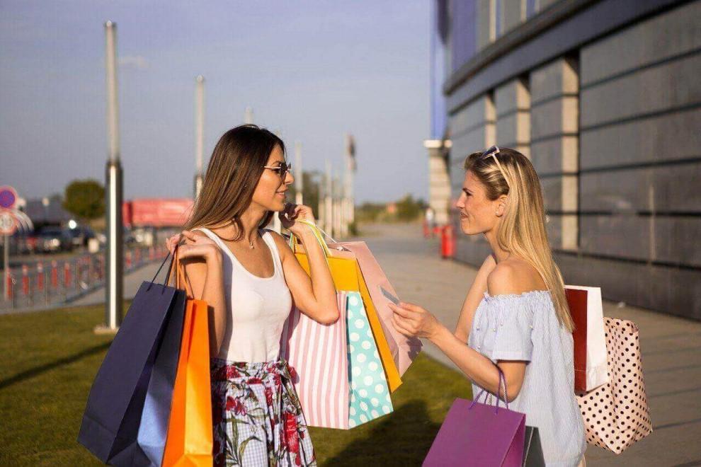 Vrei sa profiti de reducerile de sezon?Iata ce piese vestimentare sa cumperi si pe care sa le eviti!
