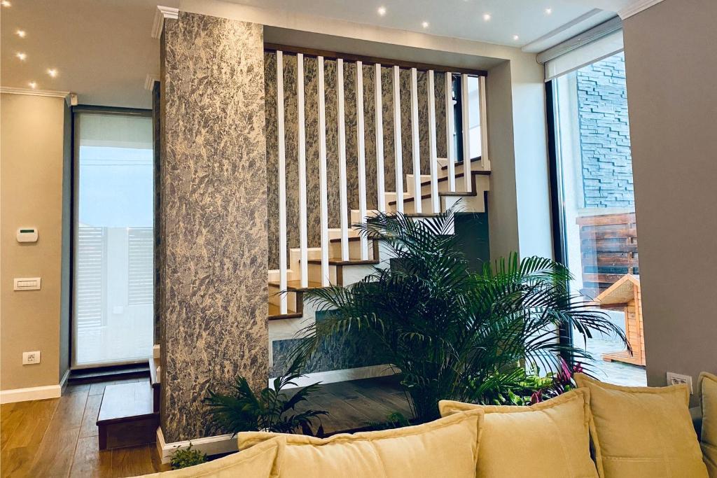 Scarile interioare de lemn reprezinta optiunea ideala pentru casele cu etaj