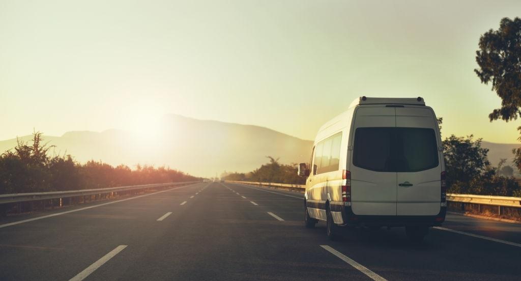 De ce sa apelezi la o firma de transport pentru deplasarea elevilor in excursii ?