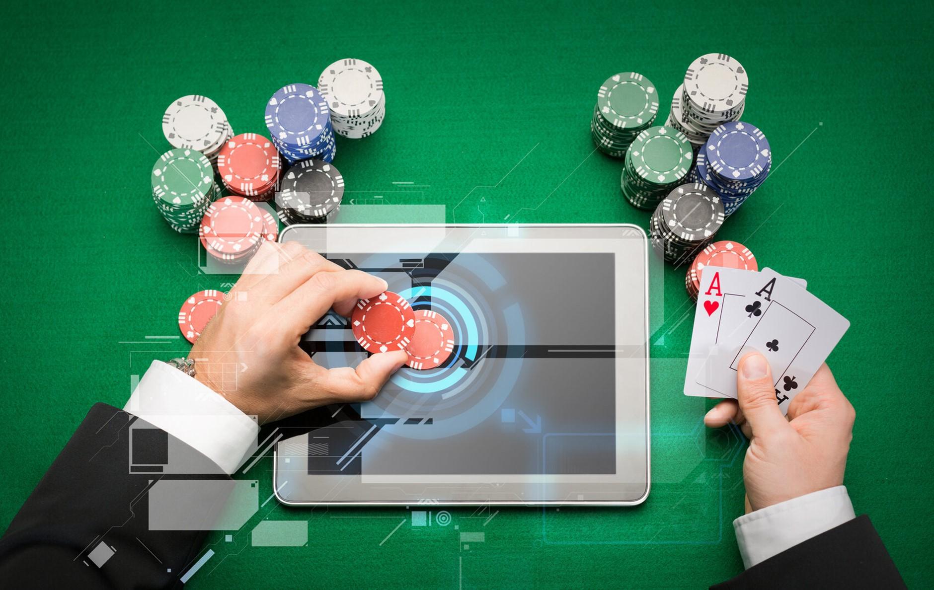 Esti in cautare de adrenalina si iti doresti sa faci si bani intre timp? Iata cateva strategii si principii care sa te ghideze in poker!