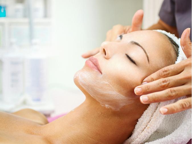 Tratamente faciale profesionale in cadrul saloanelor de cosmetica